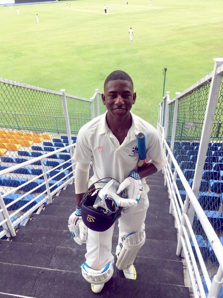 tawanda muyeye completes his century