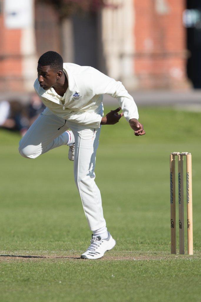 offspin bowler tawanda